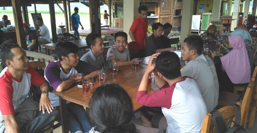 Foto: Diskusi santai meetup Blogger Banjarnegara 26/03/2017 (Dokumen Pribadi)