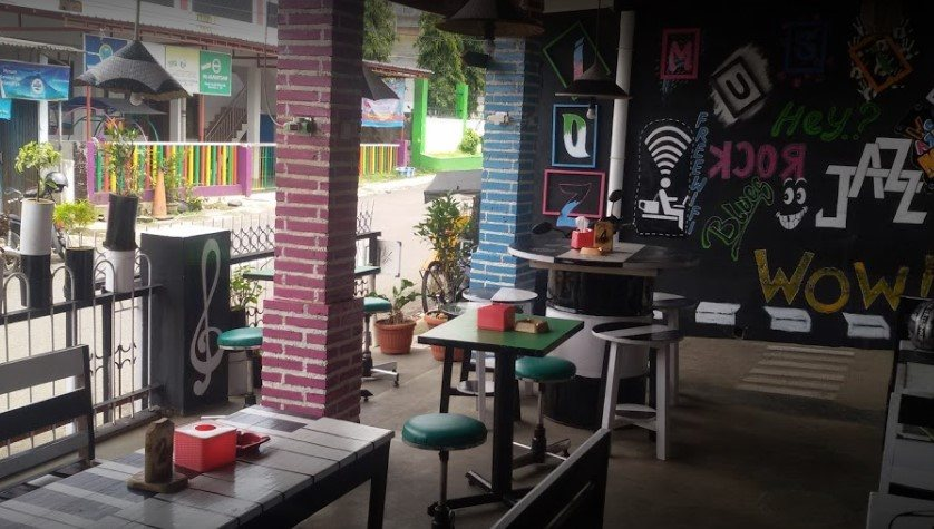 Ian Ozora Cafe